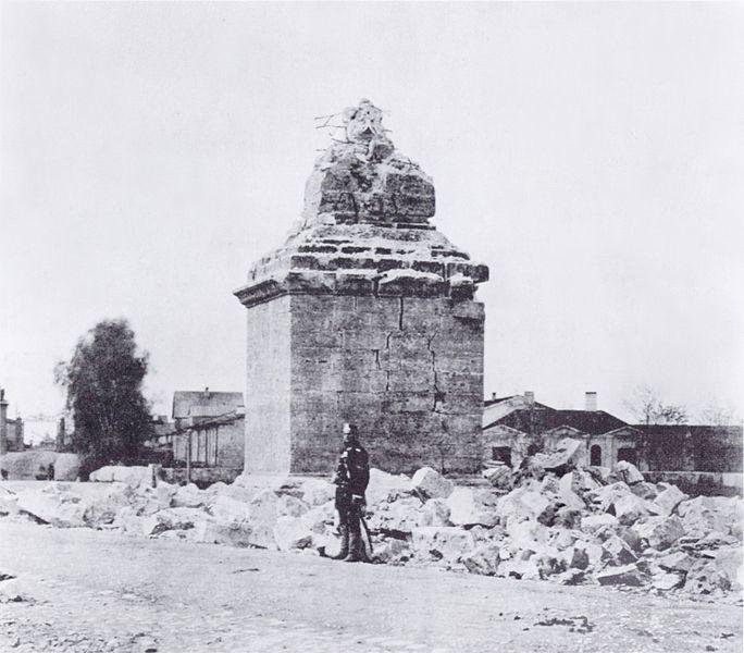 Разрушенный ударом молнии обелиск. Фотография 1881 года
