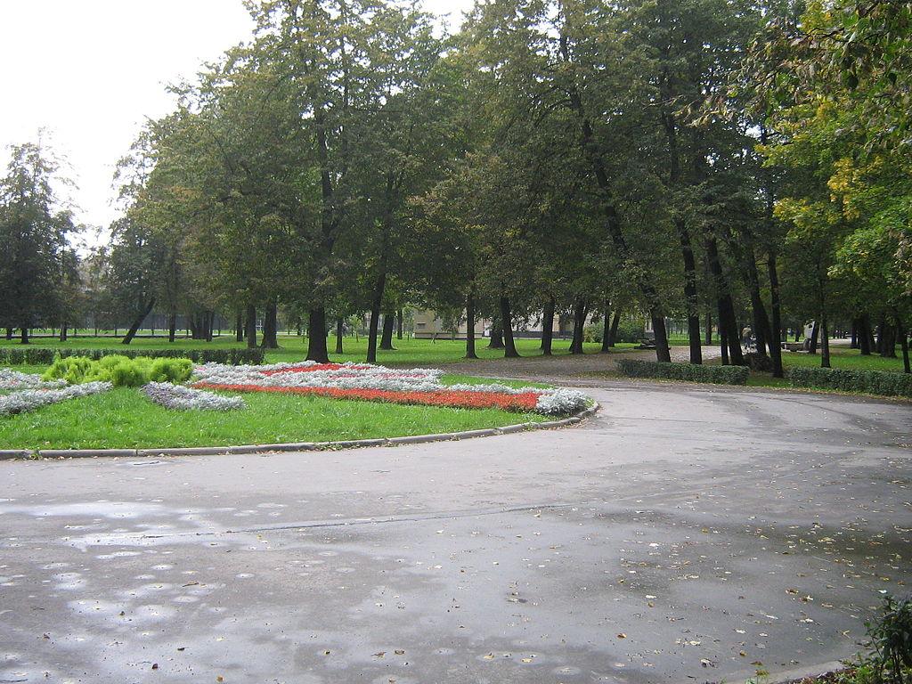Сад 30-летия Октября между улицей Книповича и Слободской улицей.Peterburg23