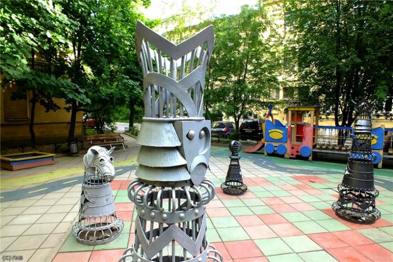 Шахматный дворик. Фото: pantv.livejournal.com