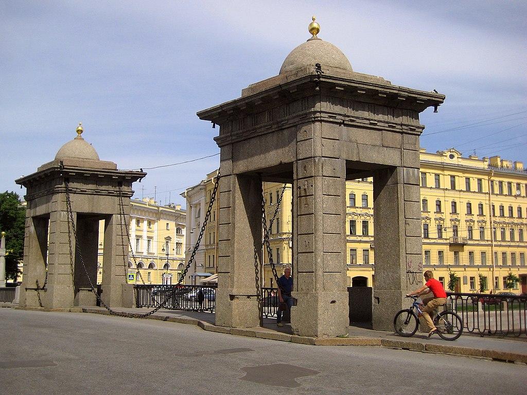 Въезд на мост Ломоносова. Фото: GAlexandrova (Wikimedia Commons)