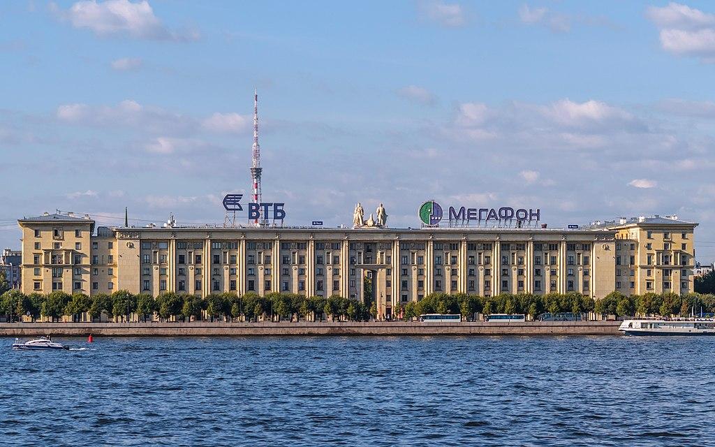 Дом Балтфлота на Петровской набережной. Фото: Florstein (WikiPhotoSpace)
