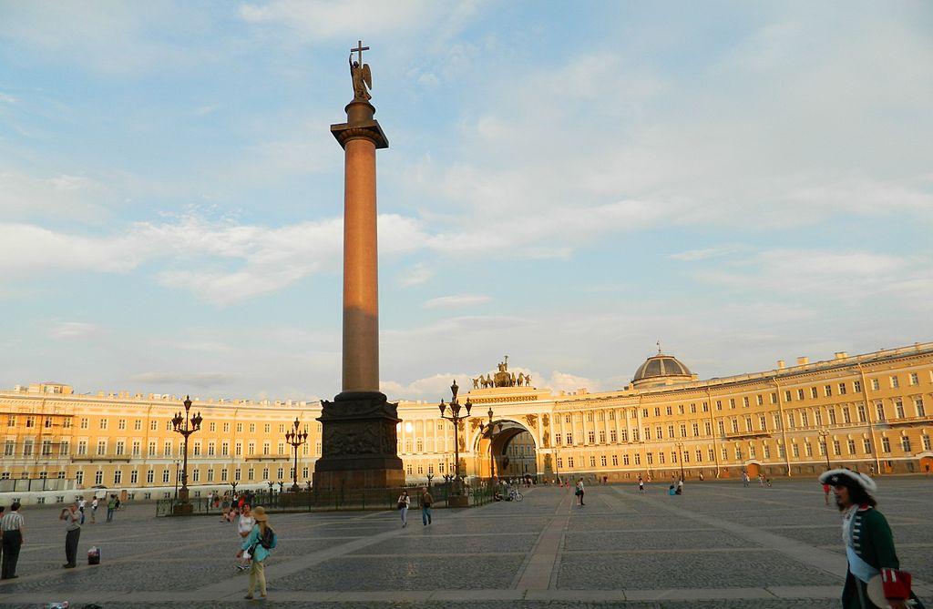 Дворцовая площадь. Фото: Paasikivi (Wikimedia Commons)