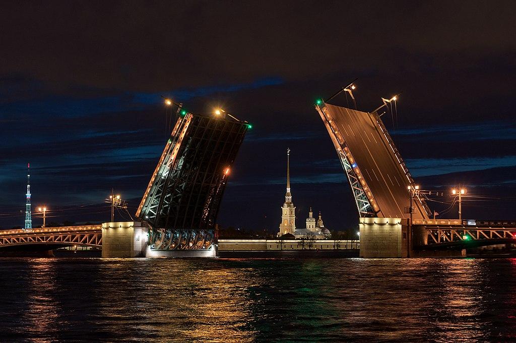 Дворцовый мост, май 2015 г. Фото: Eugenii (Wikimedia Commons)