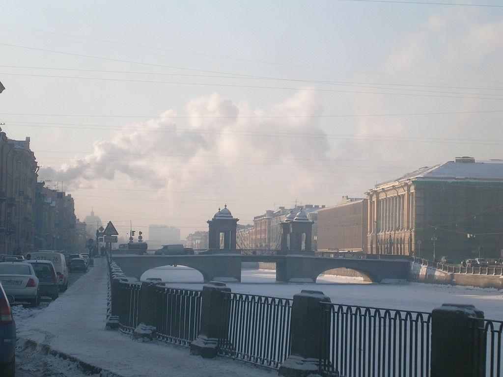Мост Ломоносова в историческом центре Петербурга. Фото: Francesco Bandarin (Wikimedia Commons)