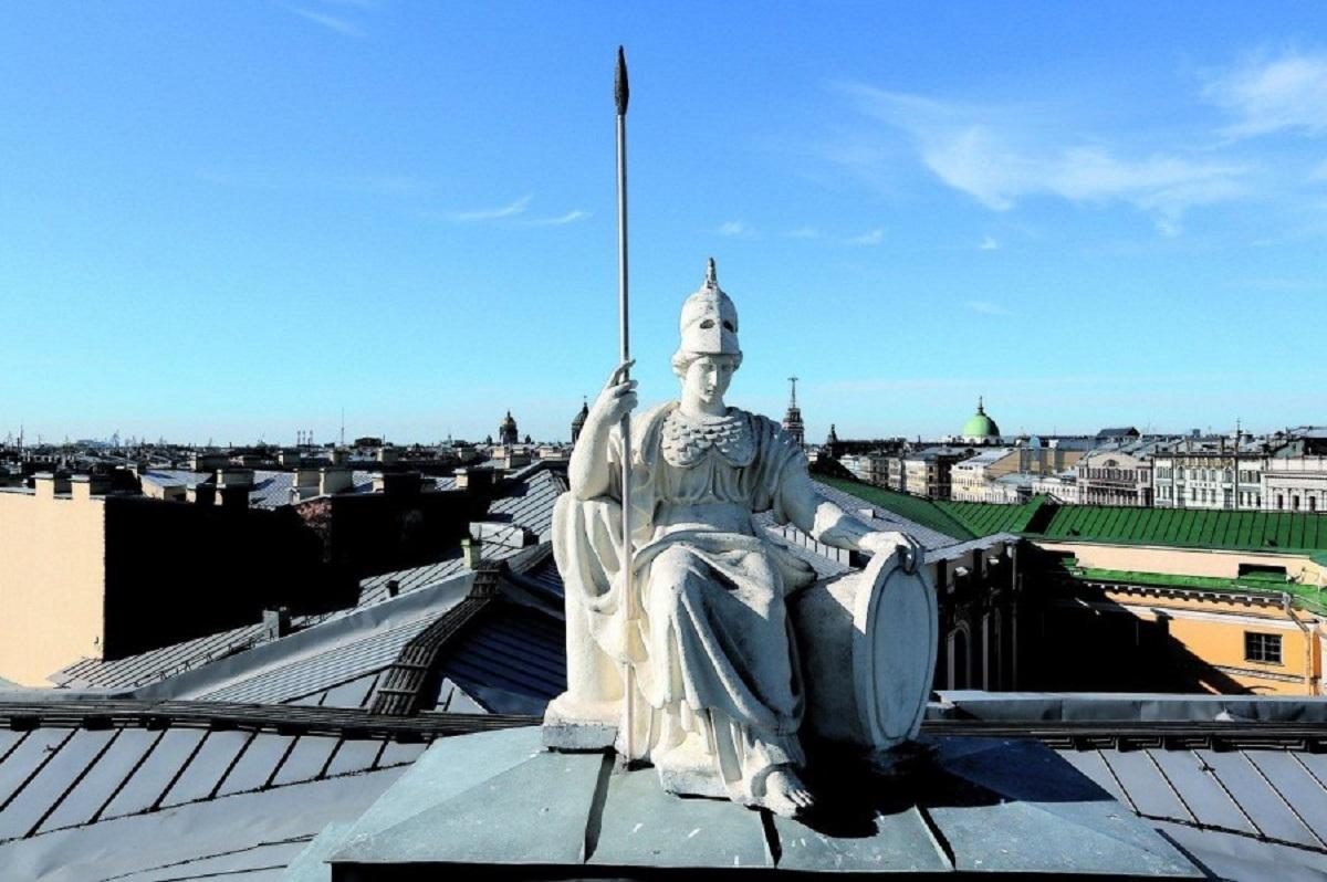 Минерва на крыше Публичной библиотеки