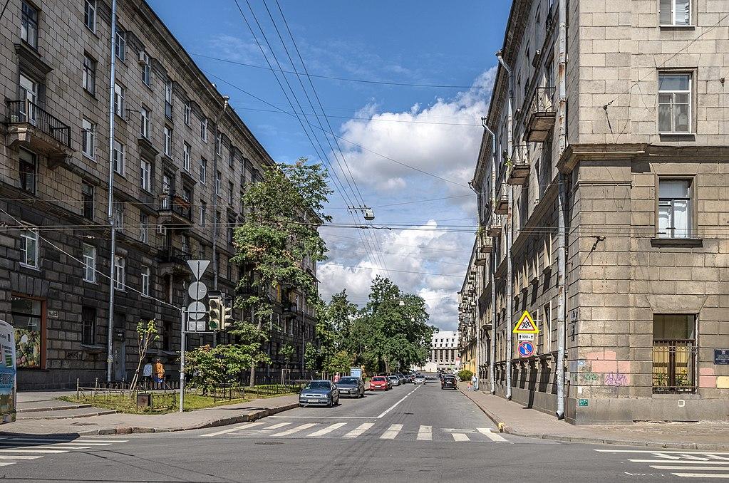 Ординарная улица. Вид от Большого к Малому проспекту   П. С. Справа дом 1 / Большой проспект, 88. Фото: Alexander   Y. Potekhin