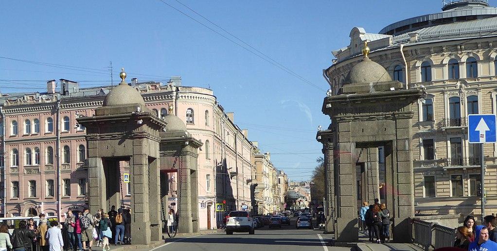 Мост Ломоносова. Фото: Pierre André (Wikimedia Commons)