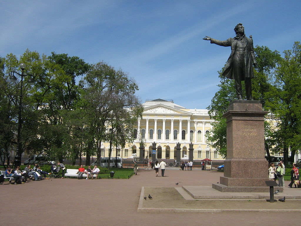 Памятник Пушкину на площади Искусств. Фото: Peterburg23