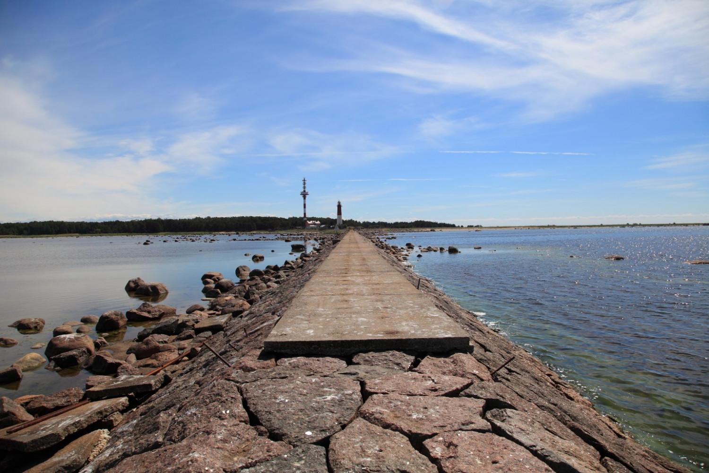 Причал на острове Сескар, около него расположен маяк (Финский залив, Россия) - Фото Терра