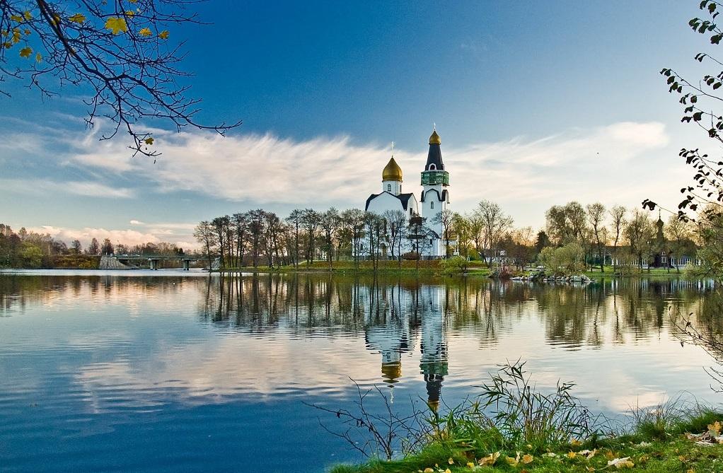 Вид на храм Петра и Павла в Сестрорецке. Фото: Klik000