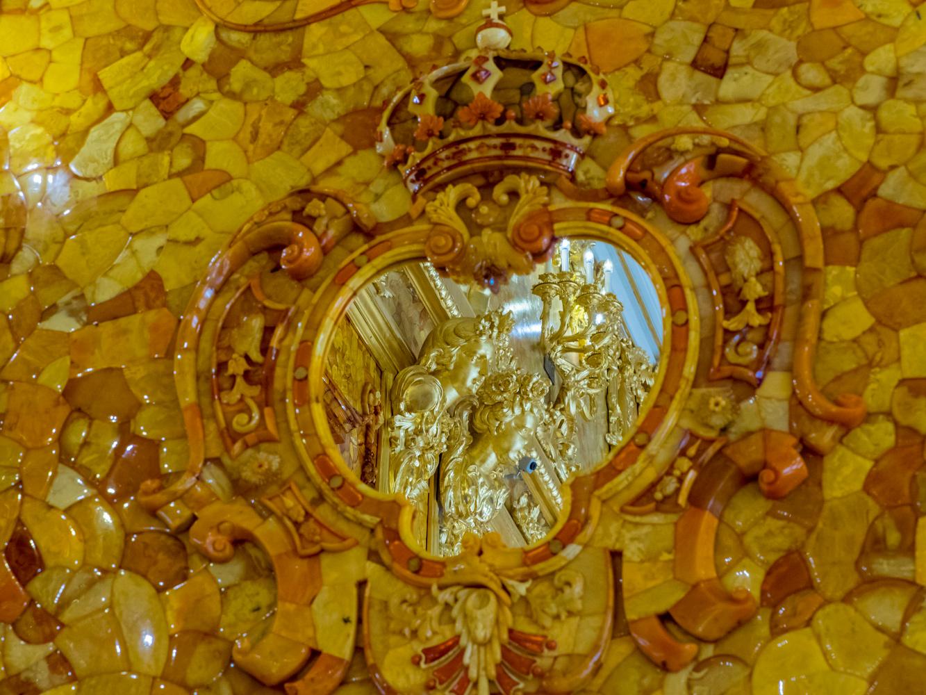 Убранство Янтарной комнаты в Екатерининском дворце. Фото: tzar.ru