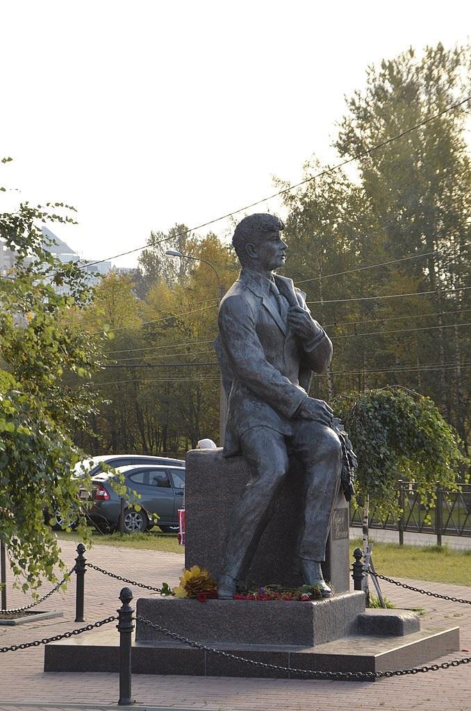 Улица и памятник Есенина. Фото: Андрей Куполов