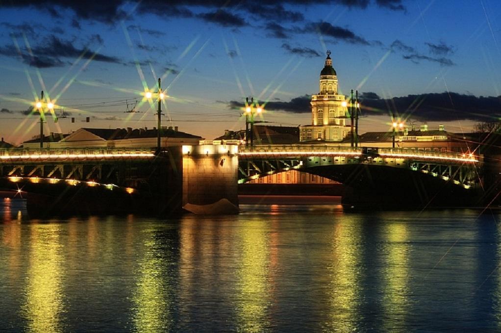 Центральный район. Дворцовый мост. Фото: Vlad&Mirom