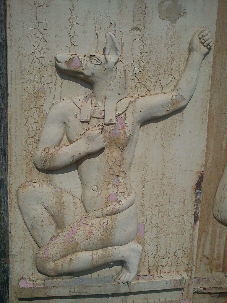Анубис — древнеегипетское божество с головой шакала и телом человека. Фото: Messir2 (Wikimedia Commons)