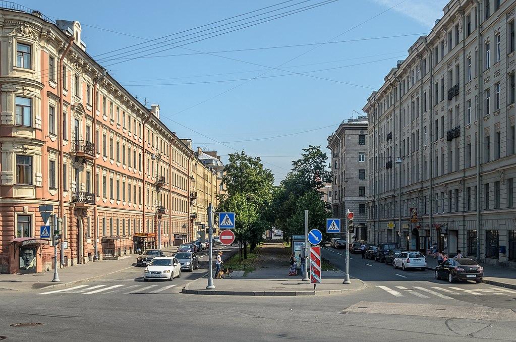 Улица Декабристов возле реки Пряжки, слева — дом Блока. Фото: Florstein (WikiPhotoSpace)