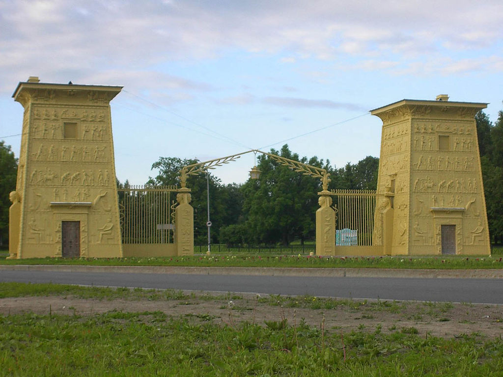 Пушкин. Египетские ворота. Фото: И. Оглуздин (Wikimedia Commons)