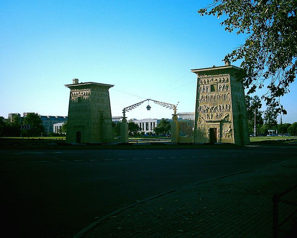 Египетские ворота. Фото: Golodg (Wikimedia Commons)