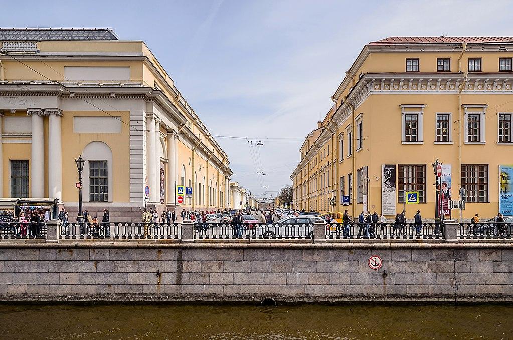 Инженерная улица в Санкт-Петербурге, вид с набережной канала Грибоедова. Фото: Florstein (WikiPhotoSpace)