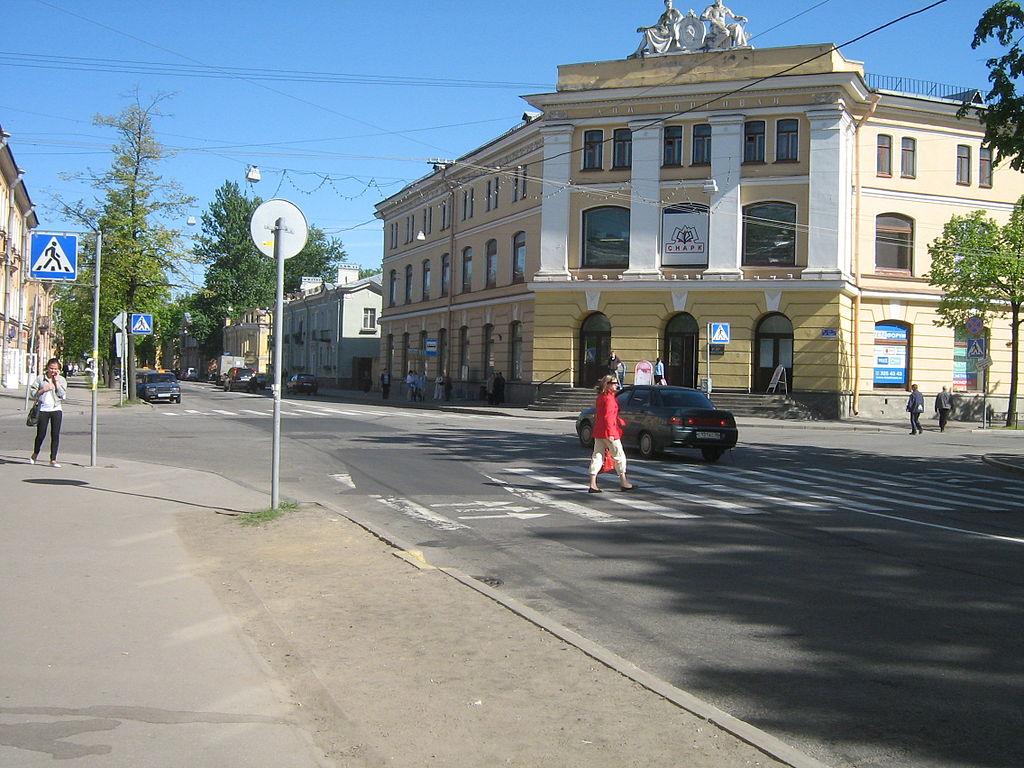 Колпино, улица Труда, Дом торговли. Фото: Peterburg23 (Wikimedia Commons)