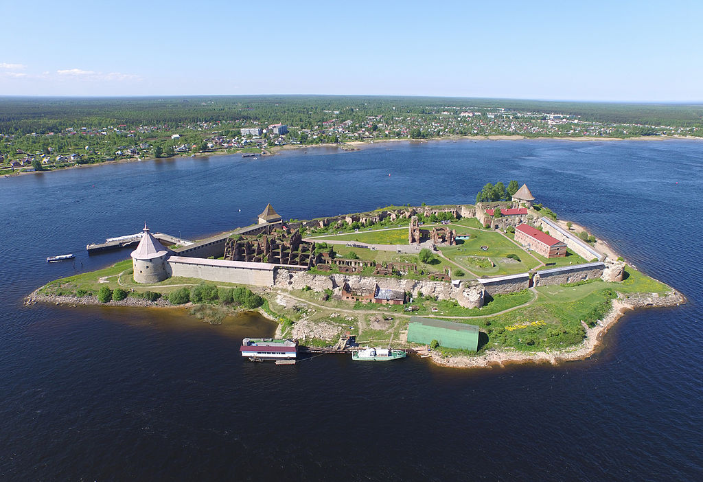 Крепость Орешек, вид с воздуха. Фото: Solundir (Wikimedia Commons)