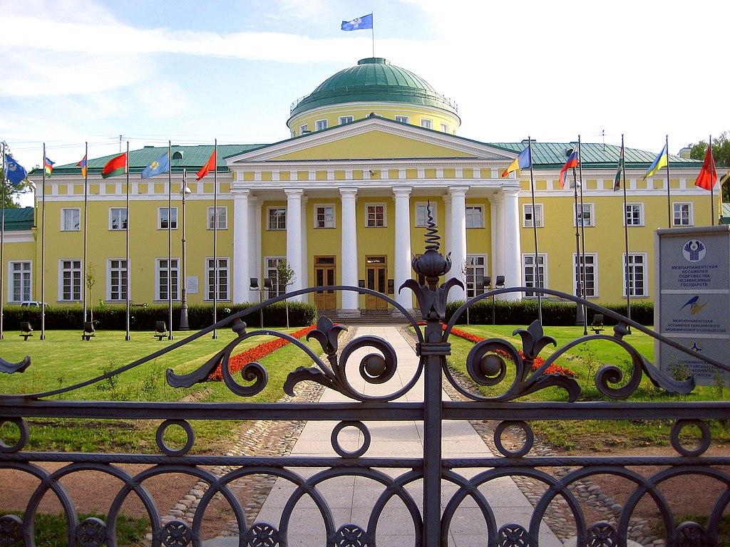 Таврический дворец, Санкт-Петербург, Шпалерная улица, 47. Фото: GAlexandrova (Wikimedia Commons)