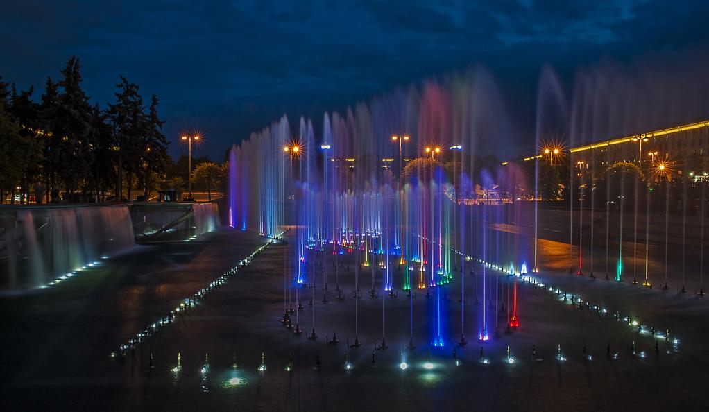 Фонтанный комплекс на Московской площади. Фото: Владимир Прядивный