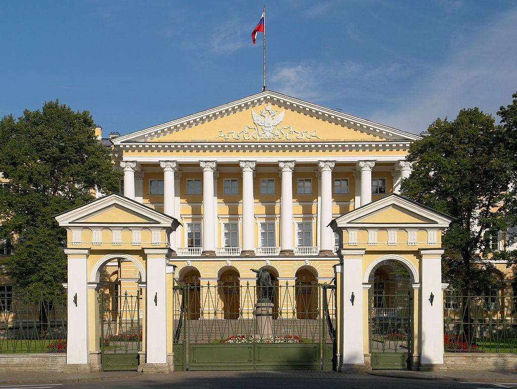 Смольный — Правительство Санкт-Петербурга. Фото: George Shuklin (Wikimedia Commons)