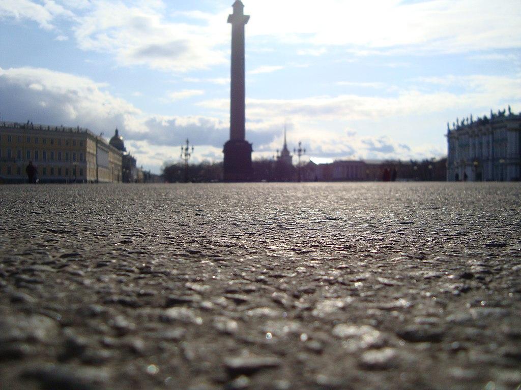 Дворцовая площадь. Фото: Илья Микитюк (Wikimedia Commons)
