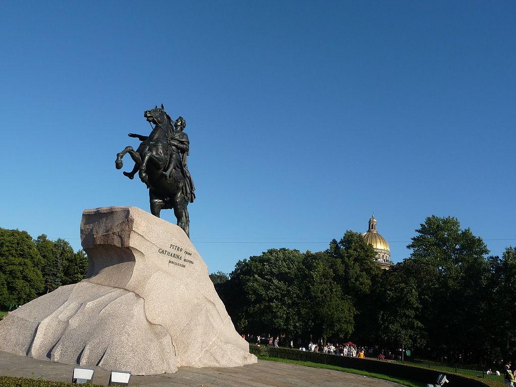 Памятник Петру I на Сенатской площади в Санкт-Петербурге. Фото: Livehearted (Wikimedia Commons)