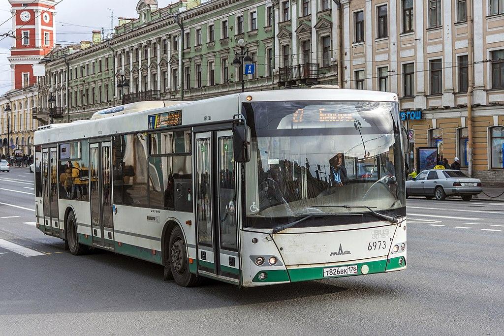 Автобус МАЗ-203.085 на Невском проспекте в Санкт-Петербурге. Фото: Florstein (WikiPhotoSpace)
