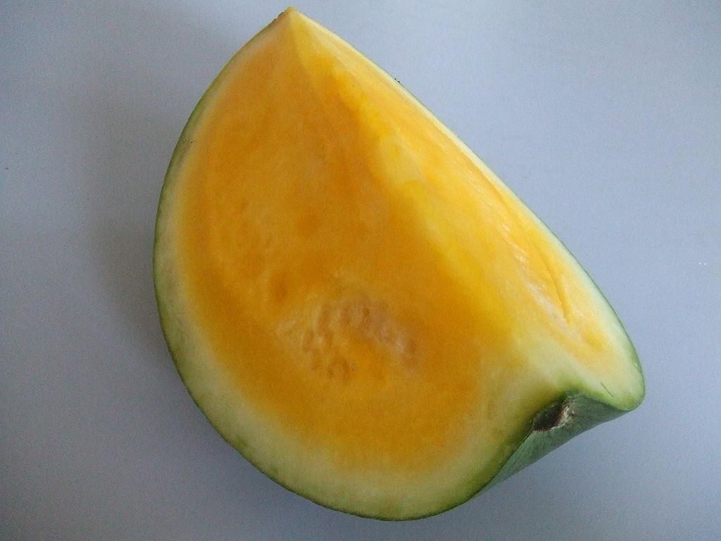 Жёлтый арбуз. Гибрид арбуза обыкновенного и дикого жёлтого арбуза. Фото: Hans B.~commonswiki (Wikimedia Commons)