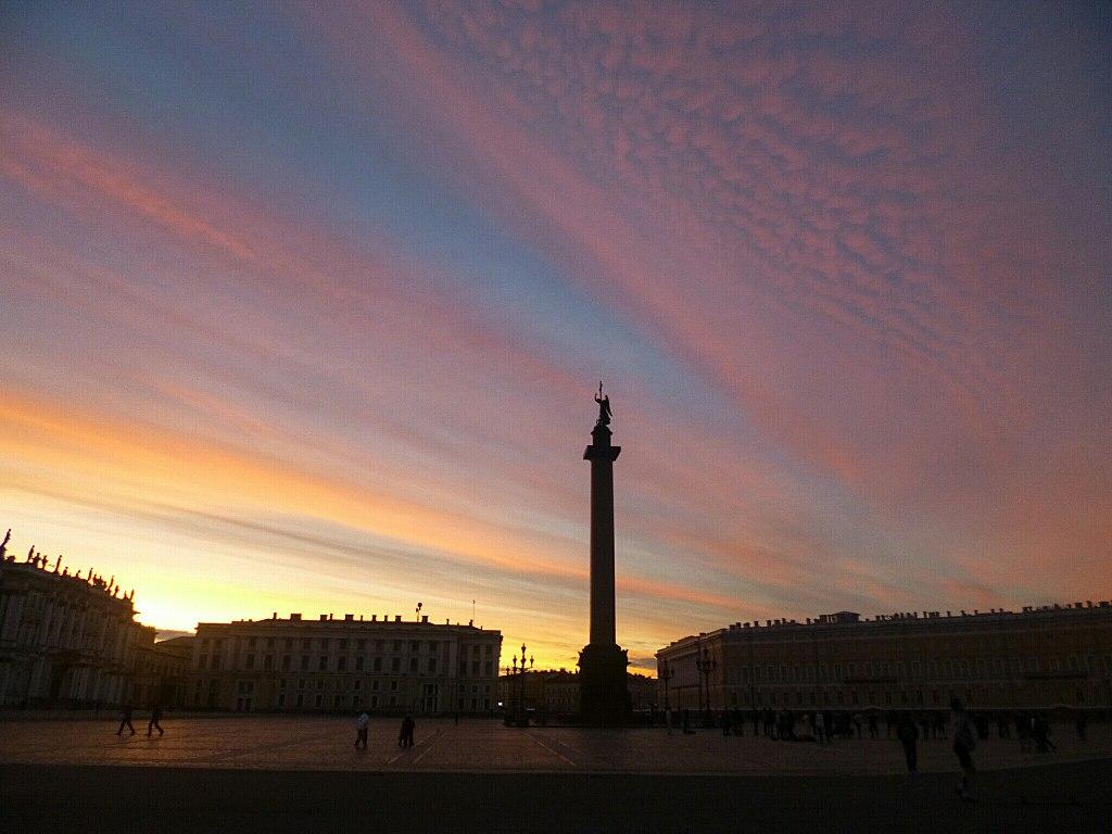 Дворцовая площадь. Фото: DJemRose (Wikimedia Commons)