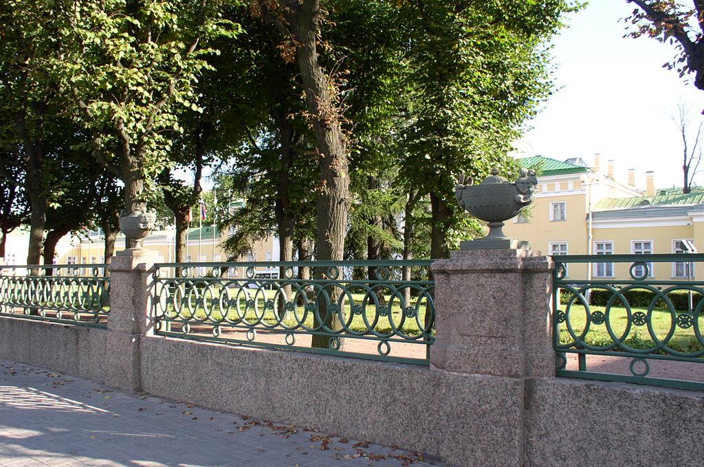 Ограда Таврического дворца. Фото: Sergey kudryavtsev (Wikimedia Commons)