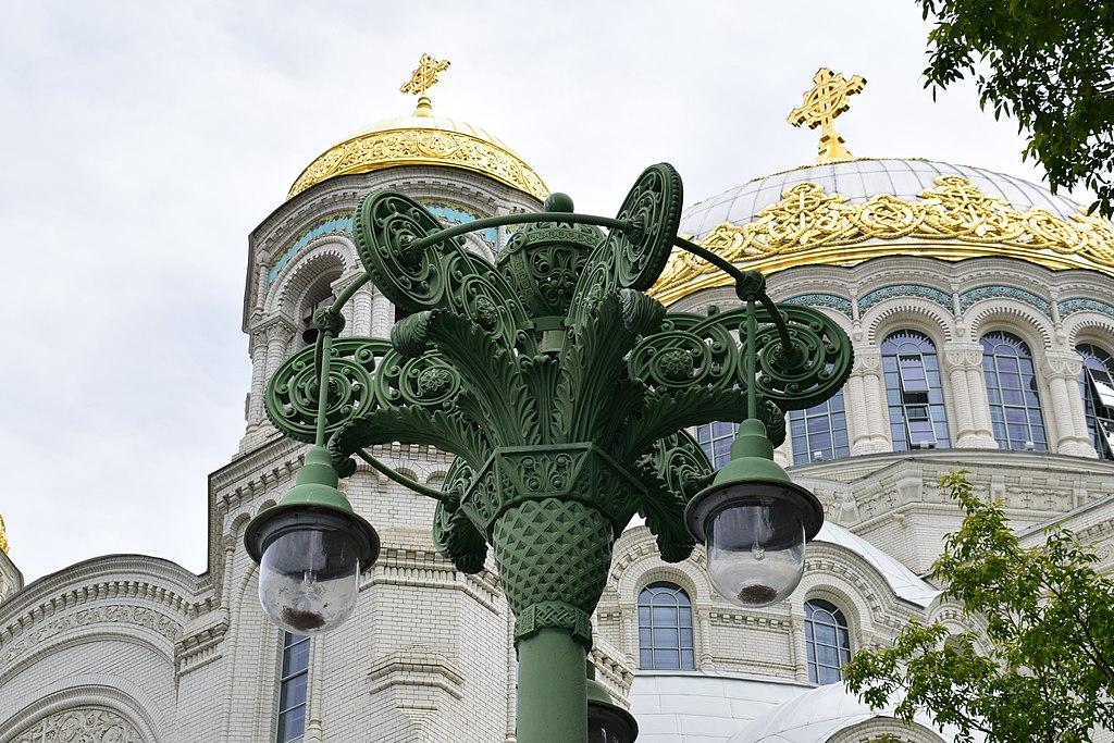 Ажурный фонарь на Якорной площади Кронштадта. Фото: Илья Шевченко
