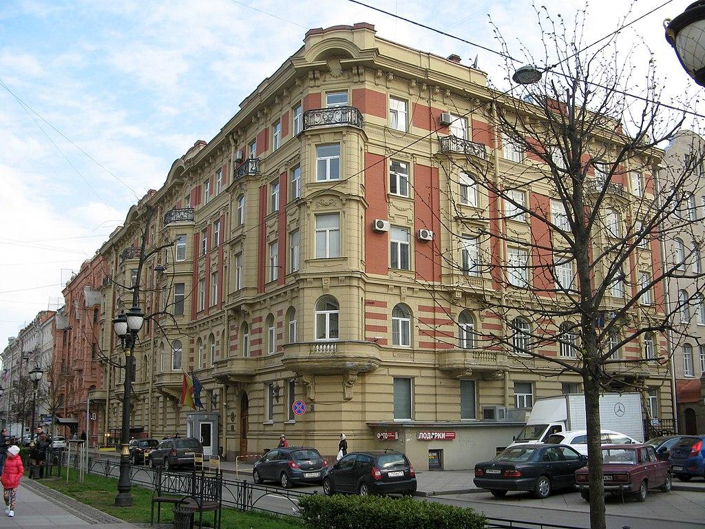 Доходный дом: Фурштатская улица, 9 (Кирочная улица, 8 литера А), Центральный район, Санкт-Петербург. Фото: Екатерина Борисова (Wikimedia Commons)