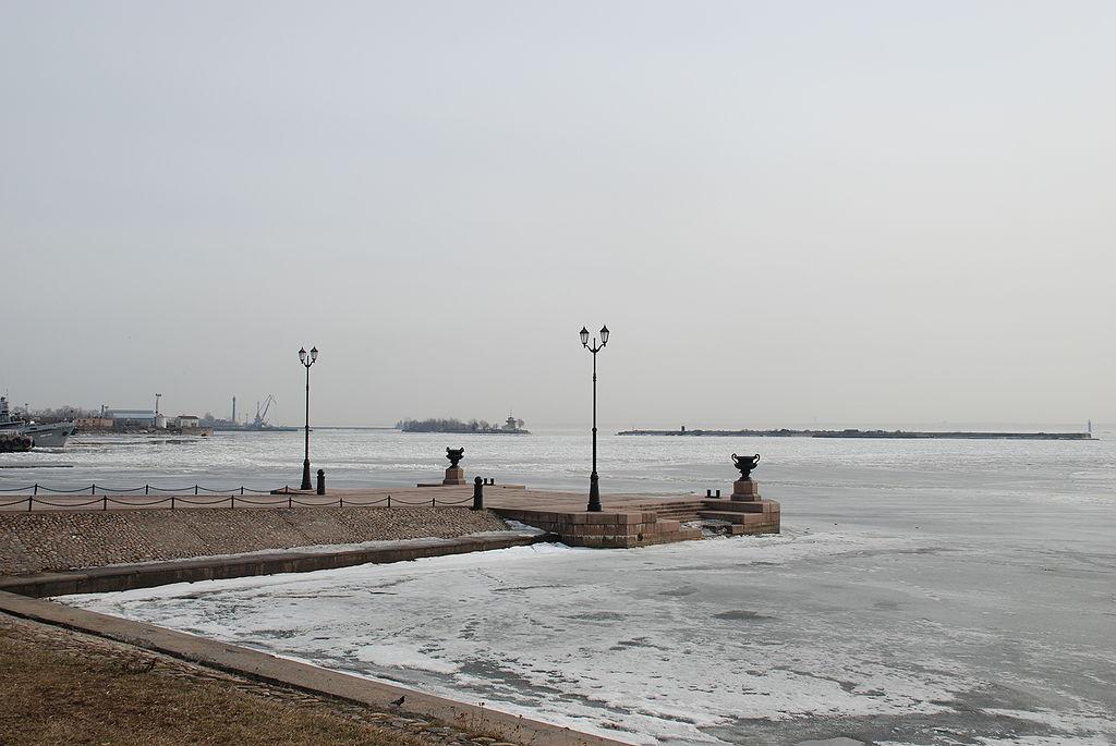 Гавань Кронштадт (Kronstadt haven). Фото: Bibikoff (Wikimedia Commons)