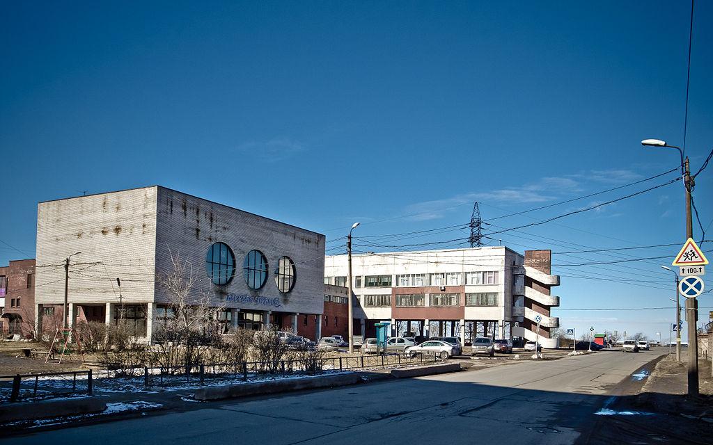 """Канонерский остров. Здание бассейна """"Прибой"""". Фото: Florstein (Wikimedia Commons)"""
