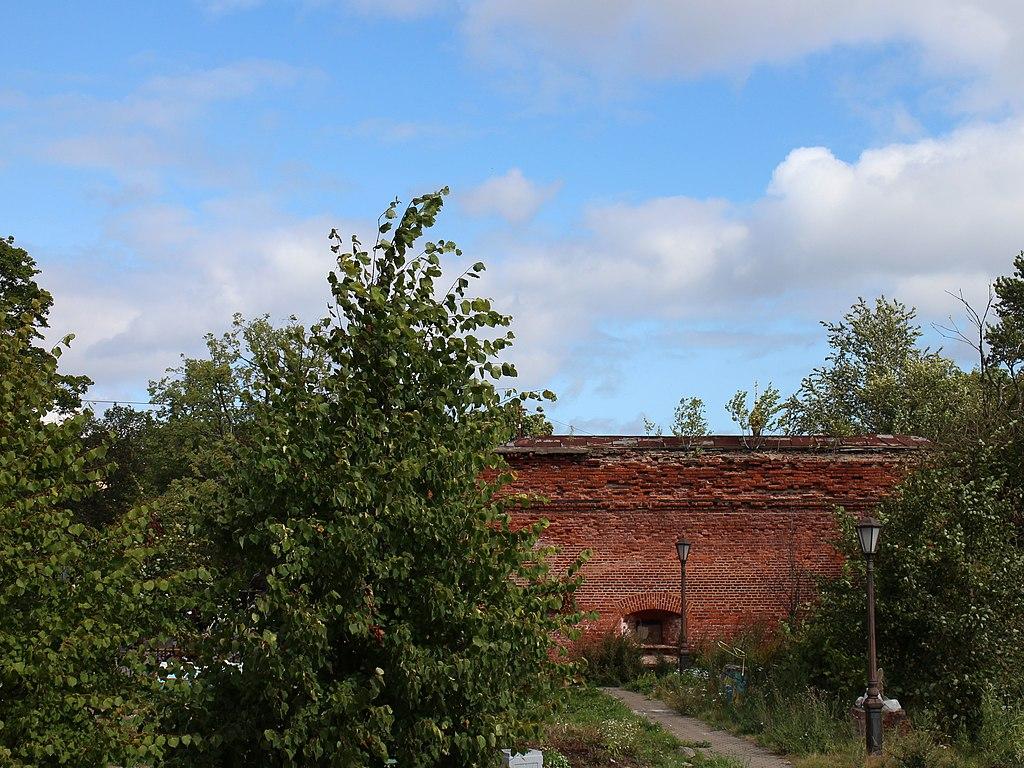 Крепостная стена у Санкт-Петербургских ворот. Фото: A-Z.Anisimov (Wikimedia Commons)