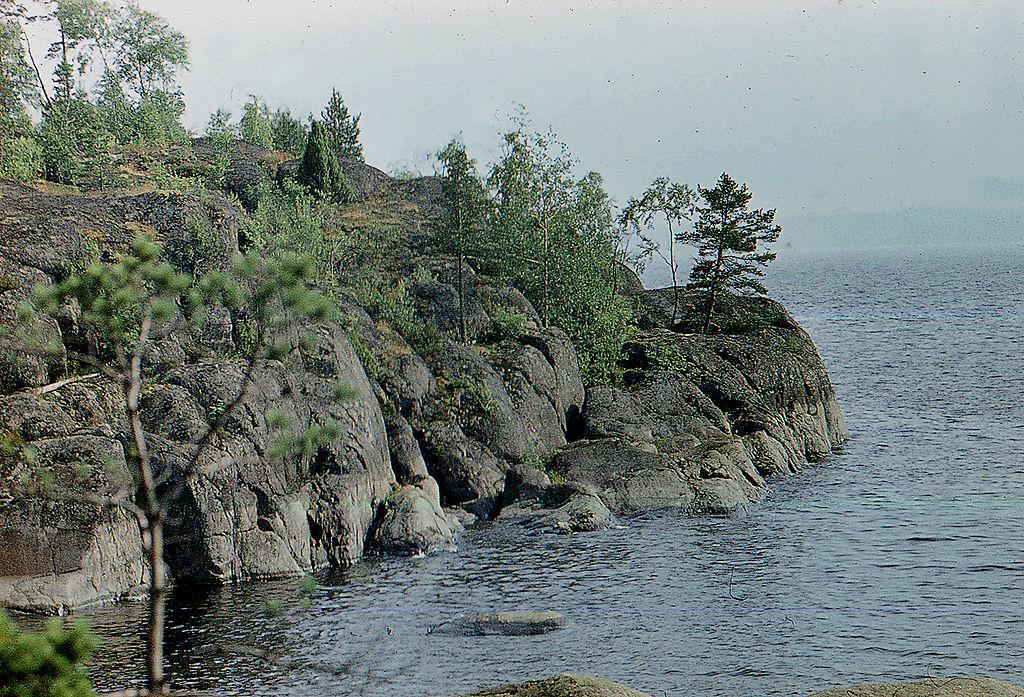 Скалы на о. Патасаари. Фото: Витольд Муратов