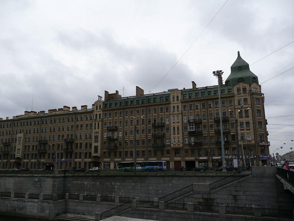 Лиговский проспект.  https://commons.wikimedia.org/