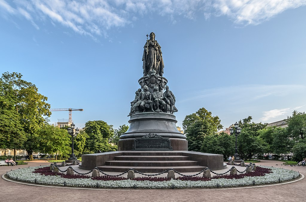 Памятник Екатерине Великой в Санкт-Петербурге. Фото: Florstein (WikiPhotoSpace)
