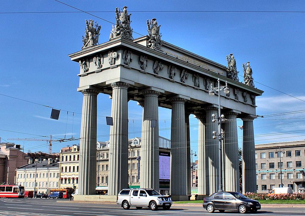 Московские триумфальные ворота. Фото: Andris Malygin (Wikimedia Commons)
