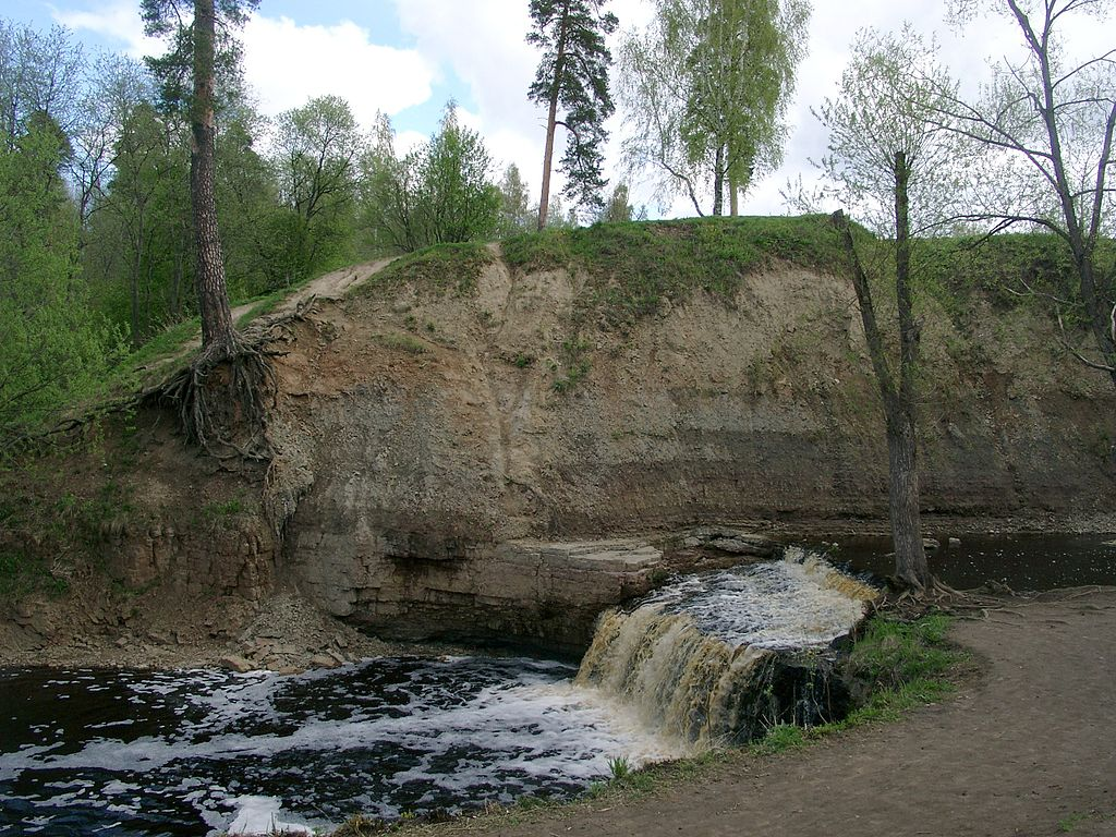 Водопад на реке Саблинка, Тосненский район Ленинградской области. Фото: Dmitry Fomin (Wikimedia Commons)
