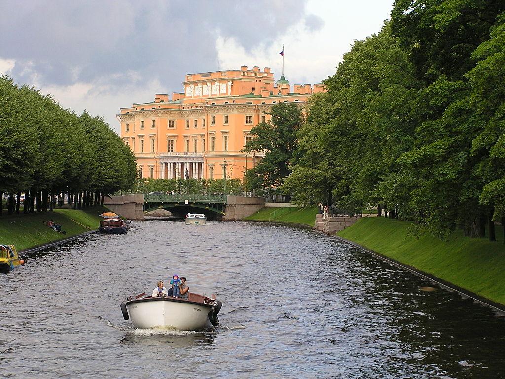 Вид на Инженерный замок. Фото: Michael Hoffmann (Wikimedia Commons)