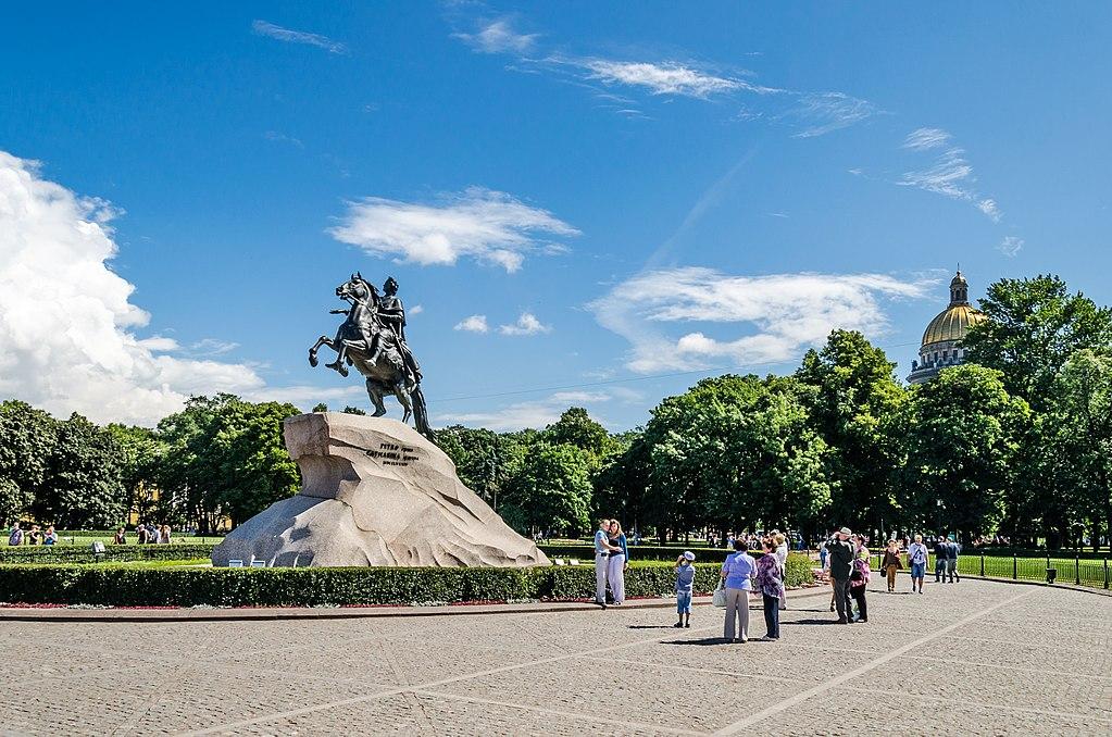 Сенатская площадь в Санкт-Петербурге. Фото: Florstein