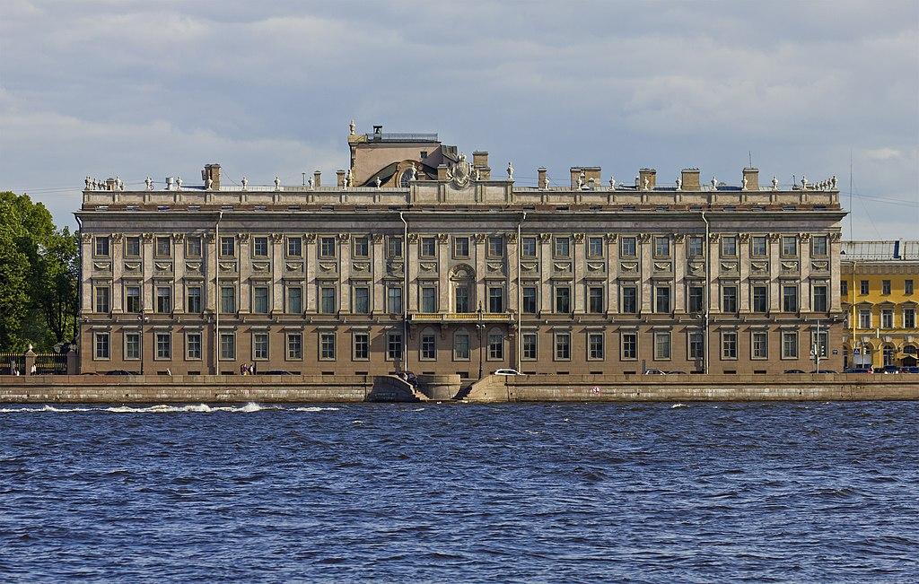 Ансамбль Дворцовой набережной. Дом № 6 (Мраморный дворец). Фото: A.Savin (Wikimedia Commons · WikiPhotoSpace)