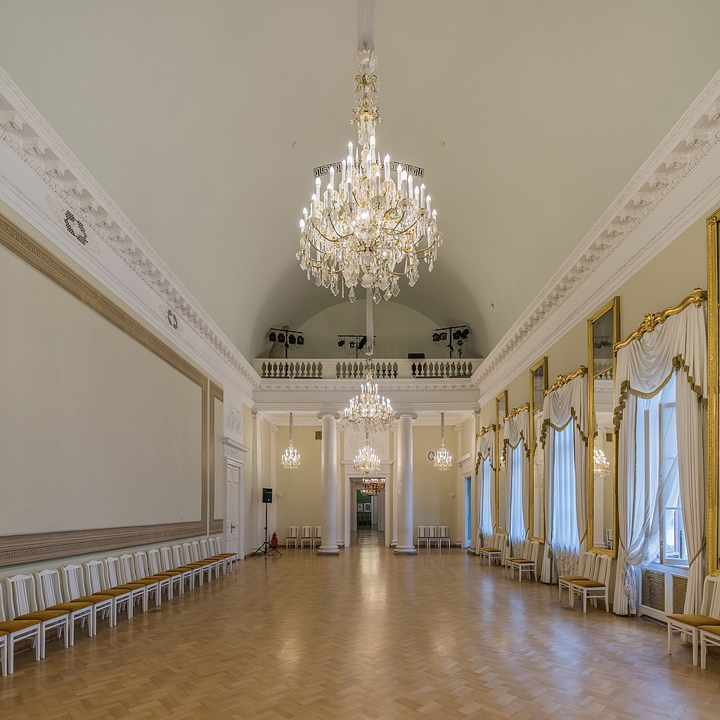 Танцевальный зал. Фото: A.Savin (Wikimedia Commons · WikiPhotoSpace)