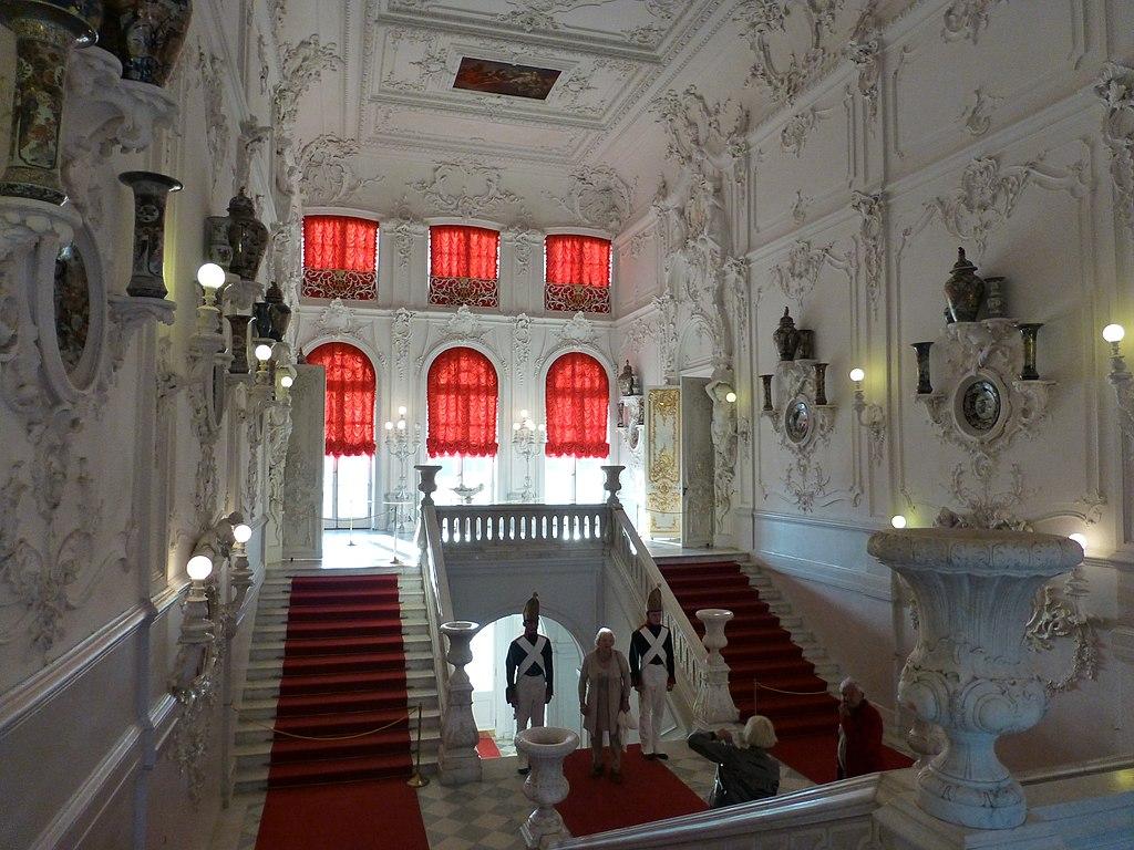Парадная лестница. Фото: giggel (Wikimedia Commons)