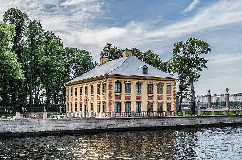 Летний дворец Петра I в Летнем саду Санкт-Петербурга. Фото: Alex 'Florstein' Fedorov (Wikimedia Commons)