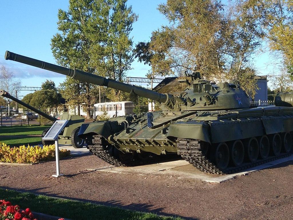 """Танк Т-80 в парке """"Патриот"""" в г. Луга, Ленинградской области. Фото: Dnikitin"""